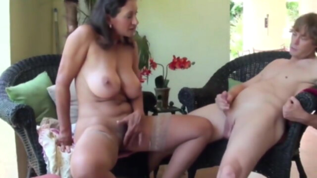 Fun with Cute MILF KeezMovies blowjob